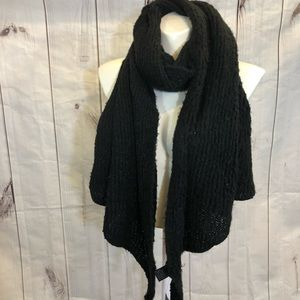Huge black scarf by Steve Madden luxurious